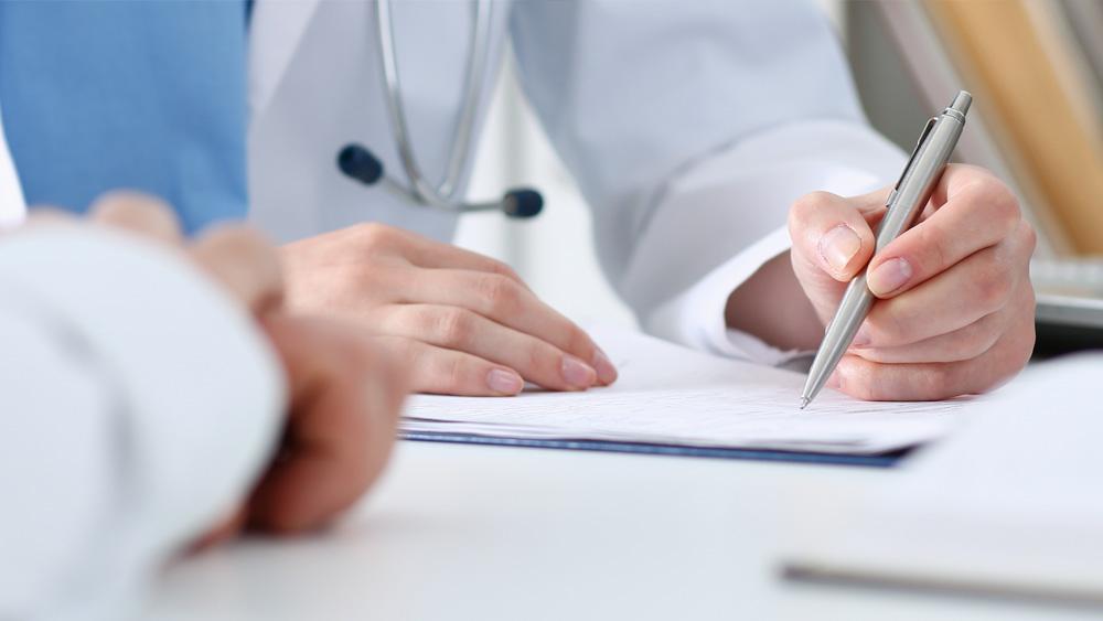 Beratungsgespräch zu medizinischer Hilfe und Diagnostik